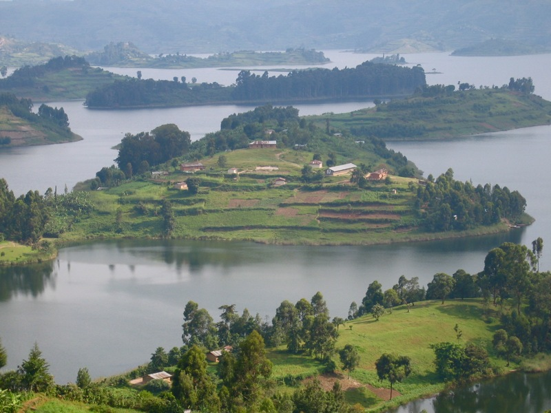lake bunyonyi and gorillas trek uganda days tour gorillas and wildlife safaris